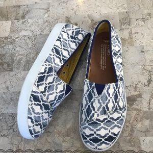 Toms canvas blue white diamond design shoes 6 wide